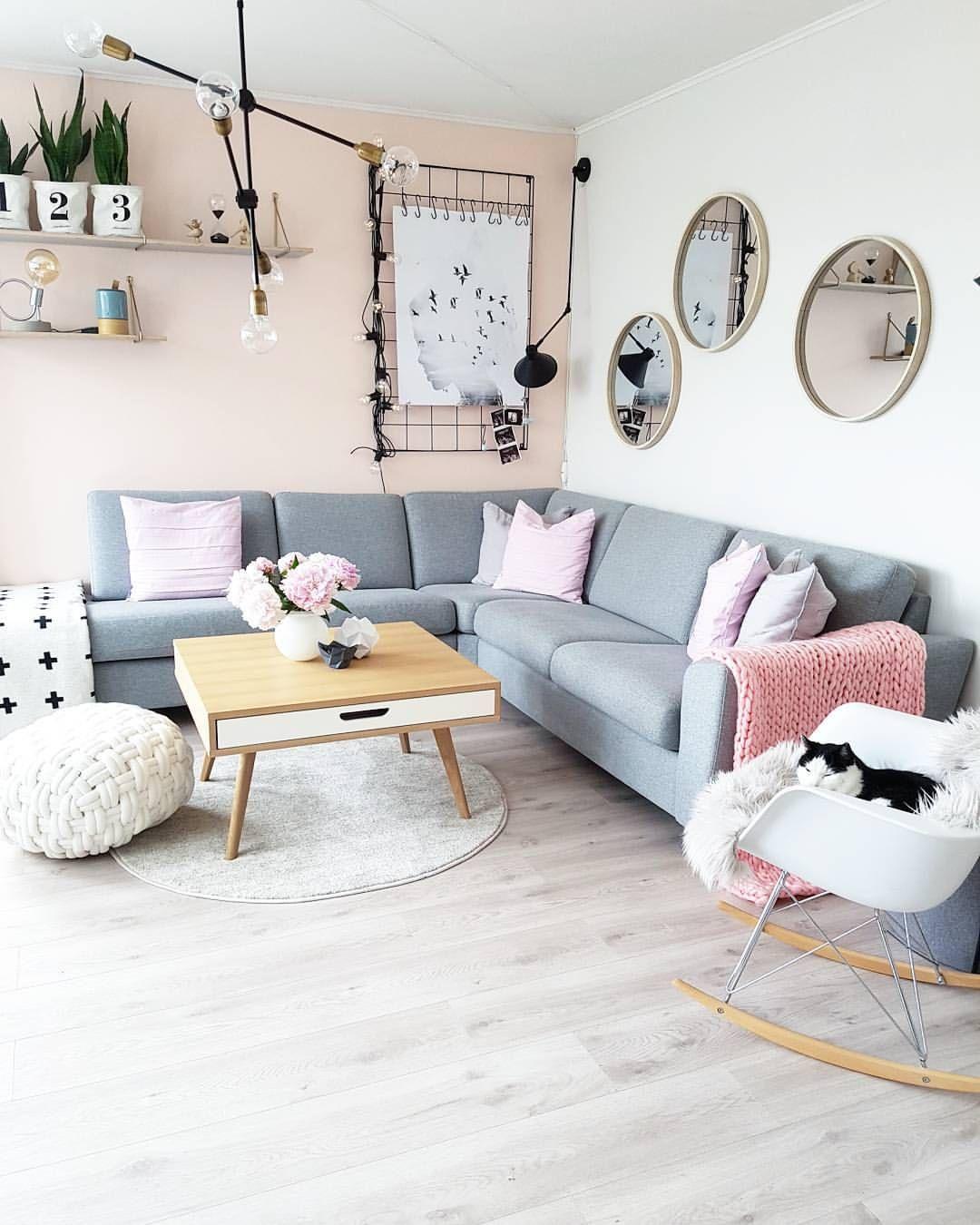 "4,393 Likes, 58 Comments - Stine B.H- interior (@sbhinterior) on Instagram: ""New blanket in pink 😚 Happy midsummer eve sweet Instafriends 🌞💕 😚 Akkurat kommet hjem fra faren min…"""
