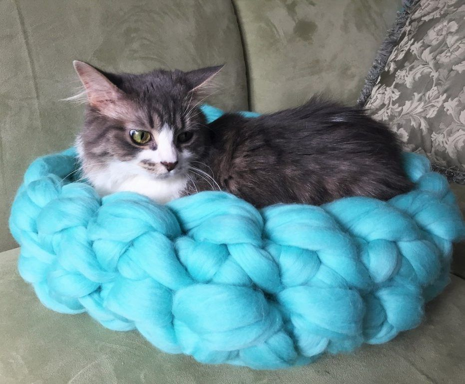 Free Knitting Pattern for Arm Knit Cat Bed | Crochet cat ...