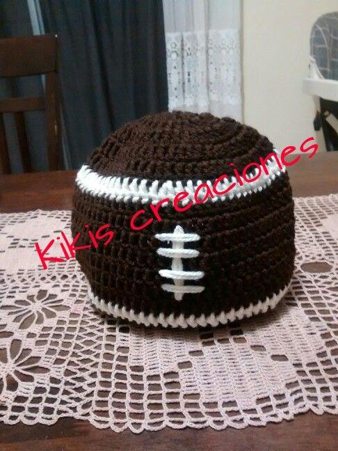 0f147148ee384 Gorro de balon de americano en crochet