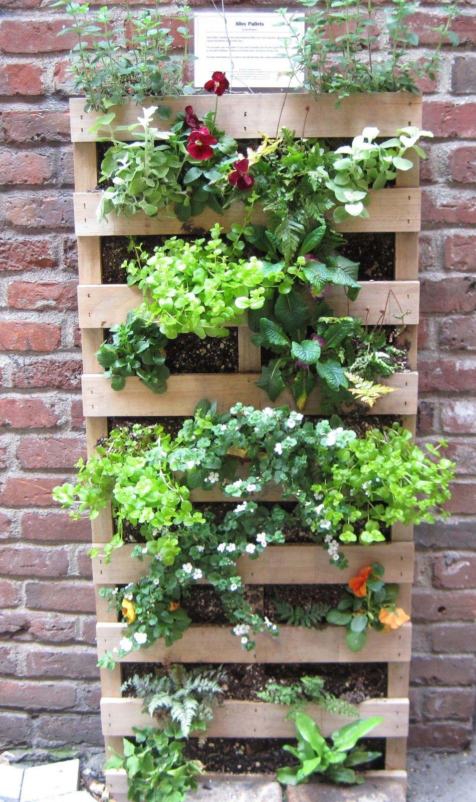 Garden And Bliss Repurposing Wood Pallets Vertical