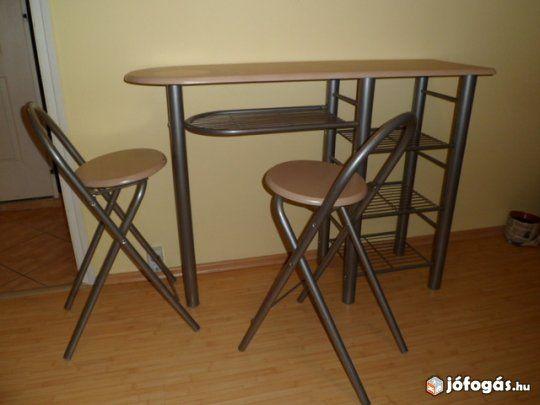 kicsi konyhába szék és asztal