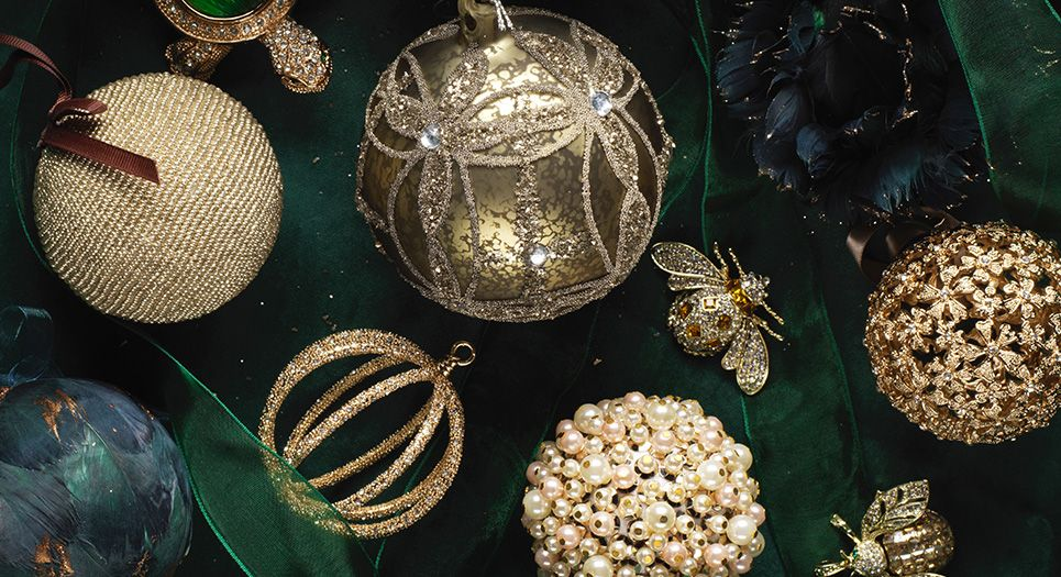 12 Luxury Christmas Ornaments Your Tree Needs The Style Guide From Luxdeco Christmas Ornaments Luxury Christmas Tree Christmas Bulbs