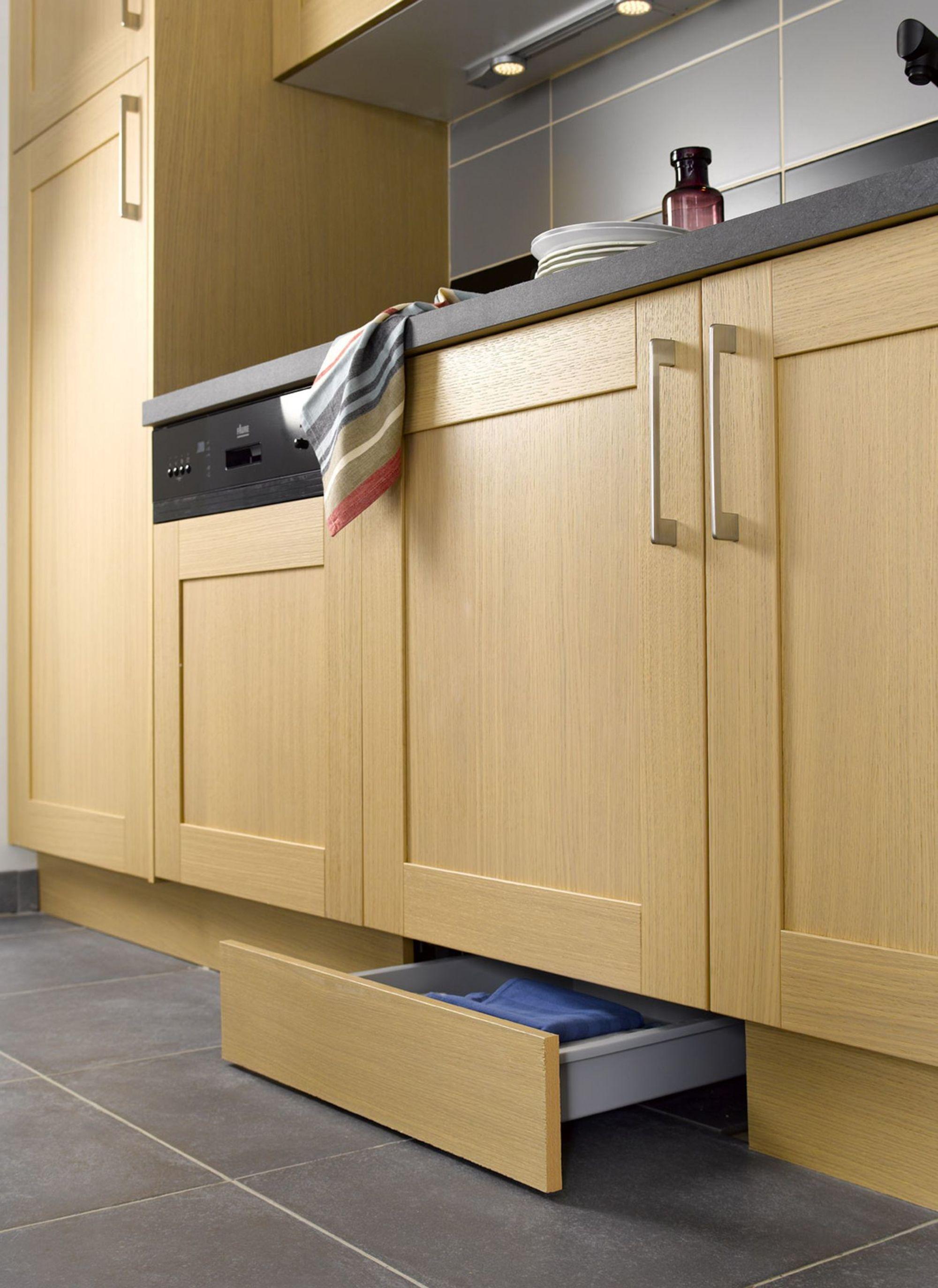 Petite cuisine : 12 astuces gain de place | Plinthes, Leroy merlin ...