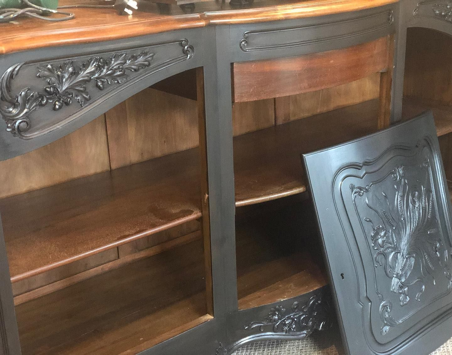Working on another glorious beast and the client has asked for @fusionmineralpaint #coalblack #blackglaze #goldhighlights #blackngold This is the first coat after some prep and it's going on like #silk #furnituremakeover #furnitureflip #furniturepainter #furniturepainters #furnitureunik #furnitureupcycle #paintedfurniture #paintingfurniture #smallbusiness #furniturepainterslife #frenchfurniture #revivedbysarah #homerevivalinteriors #paintitbeautiful #fusionmineralpaint