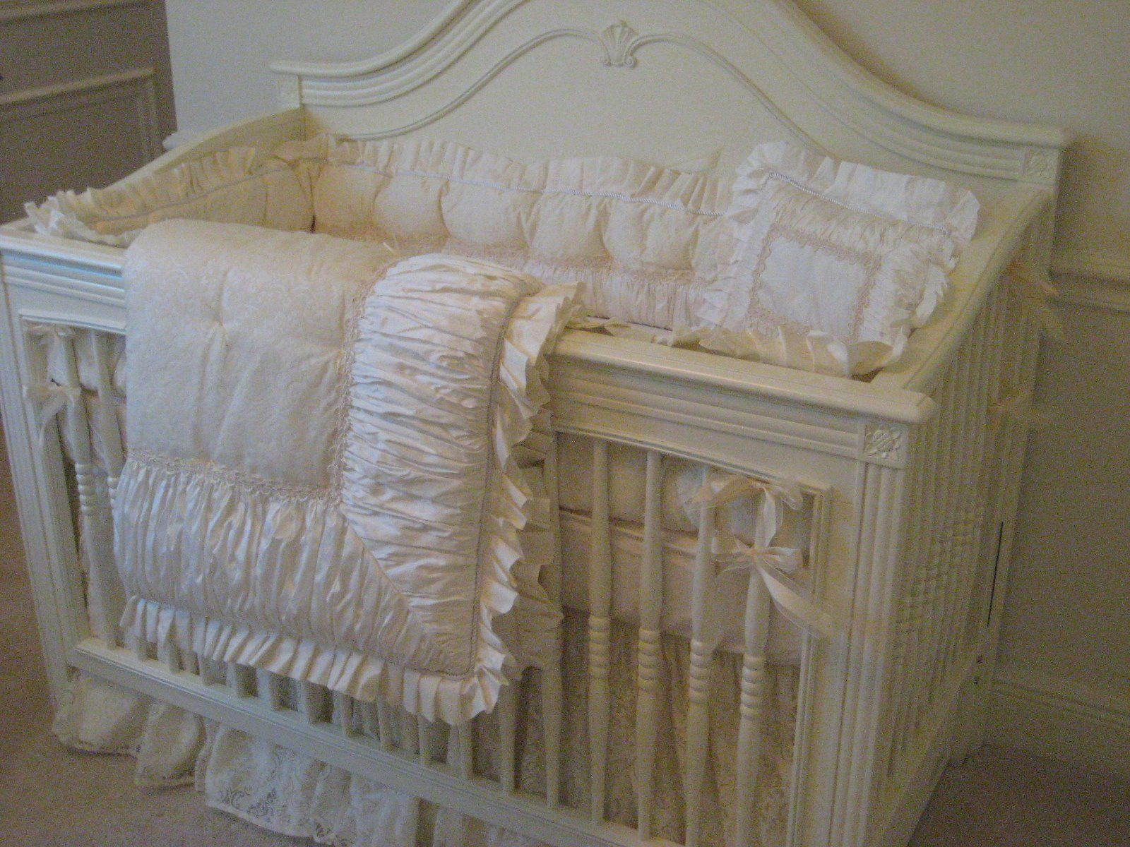 Natart crib for sale - Debby Crib With Nava Designs Bedding