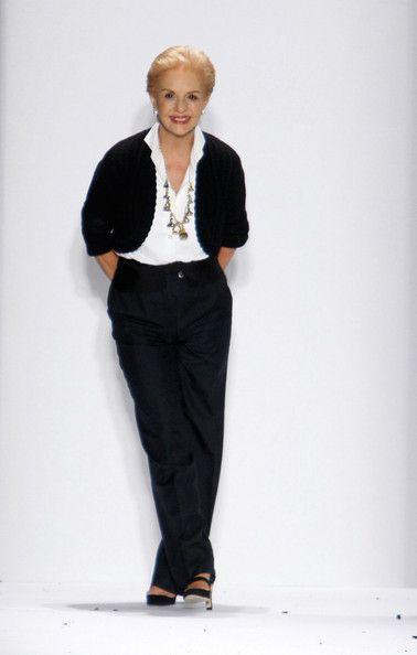 Carolina Herrera es una reconocida diseñadora de moda venezolana, de renombre internacional, que fundó su propio imperio en 1980. En la actualidad la marca Carolina Herrera se ha convertido en la filial estadounidense de la compañía española de moda y perfumería Puig. En 1980 lanzó al mercado su primera colección de moda, y a finales de la década ya tenía sus propios diseños para novia, así como un perfume con su propio nombre.