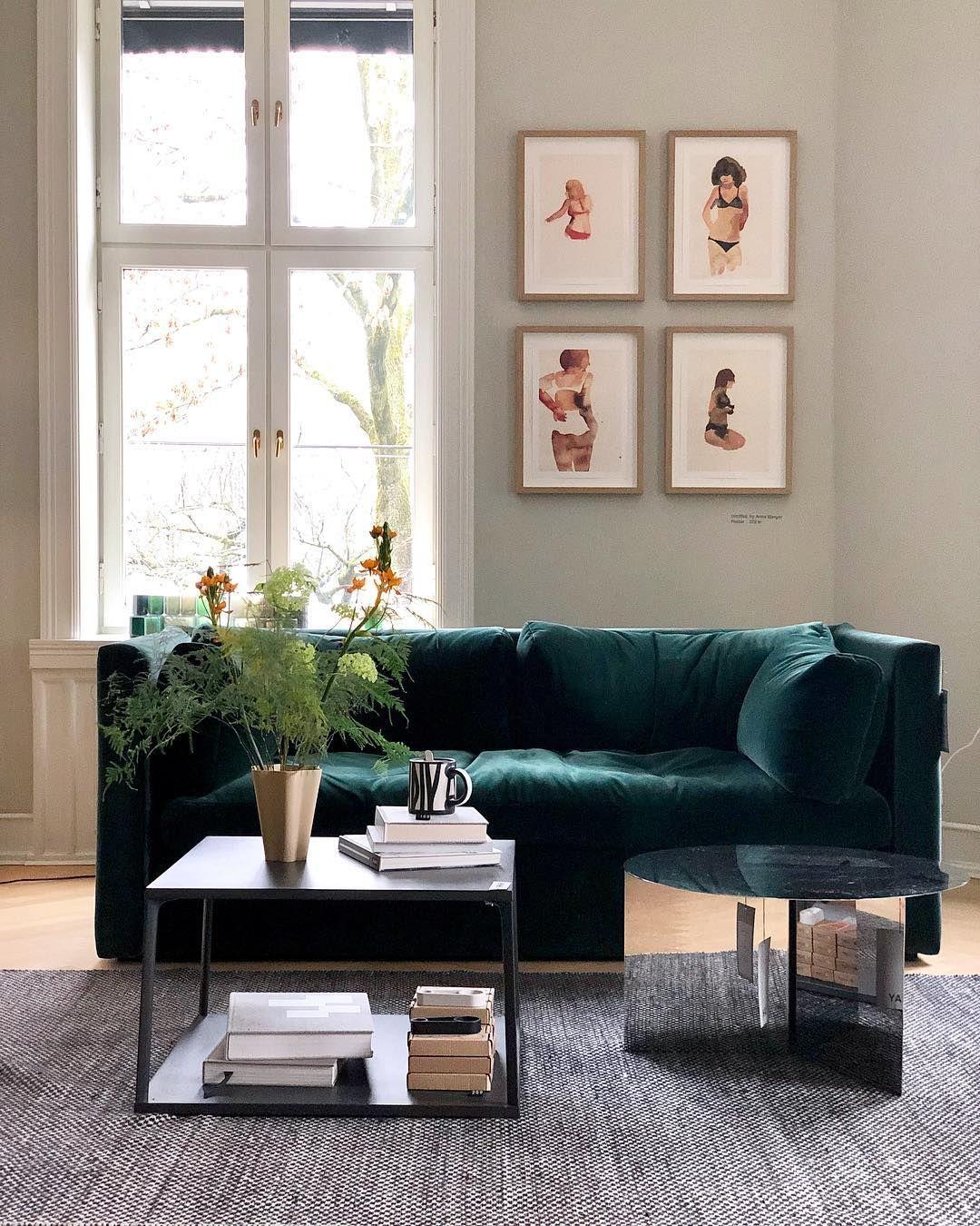 A Simple Metal Frame Contains The Six Cushions That Make Up This Sofa Dizajn Mebeli Dizajn Stula Metallicheskaya Mebel