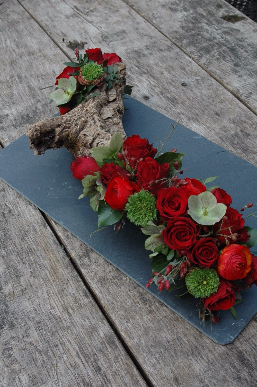 grabgestaltung ideen trauerfloristik grabschmuck f r allerheiligen gesteck mit blumen floral. Black Bedroom Furniture Sets. Home Design Ideas