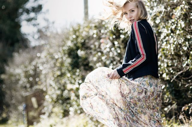 Whisper by Sara | flowy dress and bomber jacket | @whisperbysara || Sarah Mikaela (Framboise Fashion)