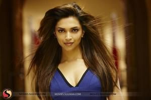 Deepika Padukone Highlighted Hairstyles In Desi Boyz We Love Deepika Padukone Celebrity Deepika Padukone Hair Color Straight Hairstyles Deepika Padukone Hair