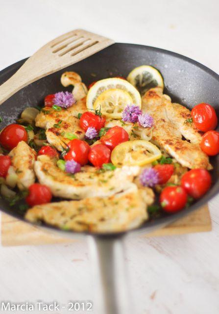 escalopes de poulet tomates cerises et fleurs de ciboulette food nutrition pinterest. Black Bedroom Furniture Sets. Home Design Ideas