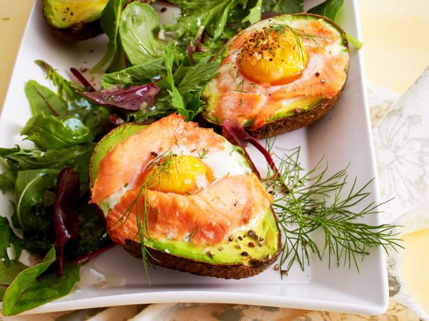 Gebackene Avocados auf Salatbett Rezept | LECKER