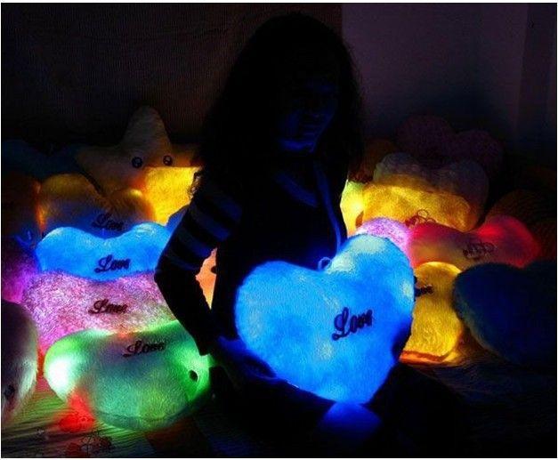 Es la almohada que se ilumina! ideal para la hora dela siesta, regalar, viajes y mucho más! Las luces LED dentro de la almohada son seguras no se queman, ni hacen  que emiten calor y por último para cientos de horas. Esta almohada es cómoda y luminosa,  así que consiga el suyo hoy! Somos innovadores !!!!!! 6 modelos diferentes para regalar 94667841