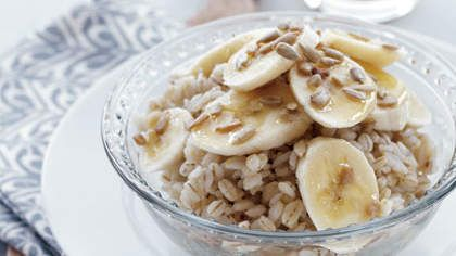 Breakfast Barley with Banana & Sunflower Seeds | With a whopping 7.6 grams of Resistant Starch plus some metabolism-boosting fiber and MUFAs to boot, this is an ultra-satisfying morning meal.