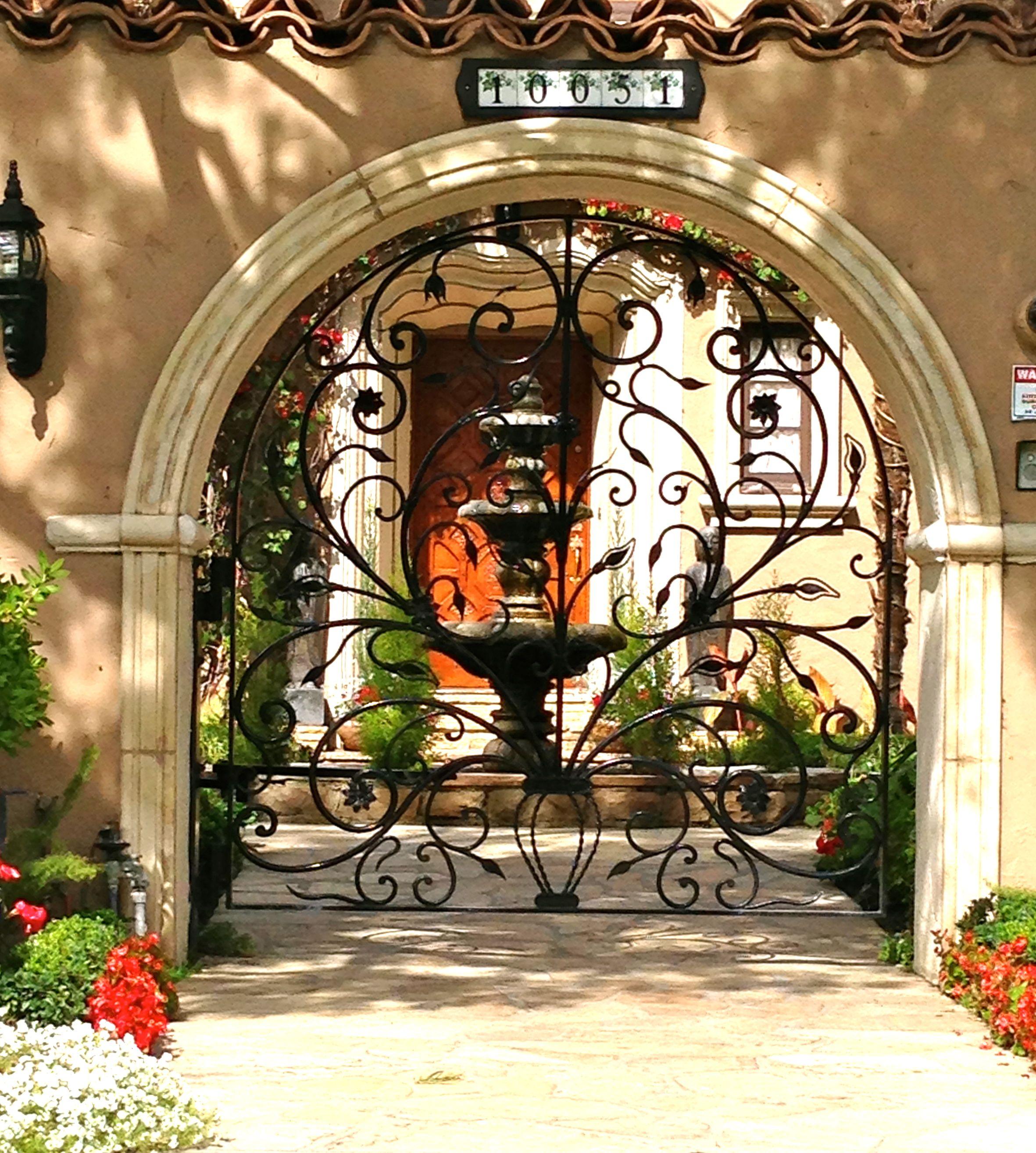 gorgeous entry on a spanish style home idg gateway gates fences pinterest tropische. Black Bedroom Furniture Sets. Home Design Ideas