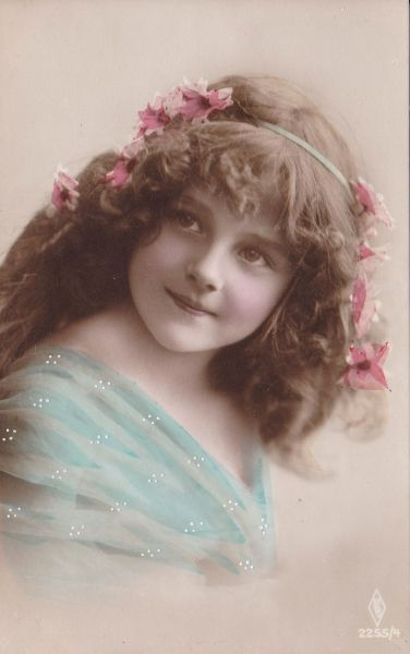 Carte postale ancienne*可憐なお花を髪に飾った美しい少女*A - BLEU CURACAO FRANCE