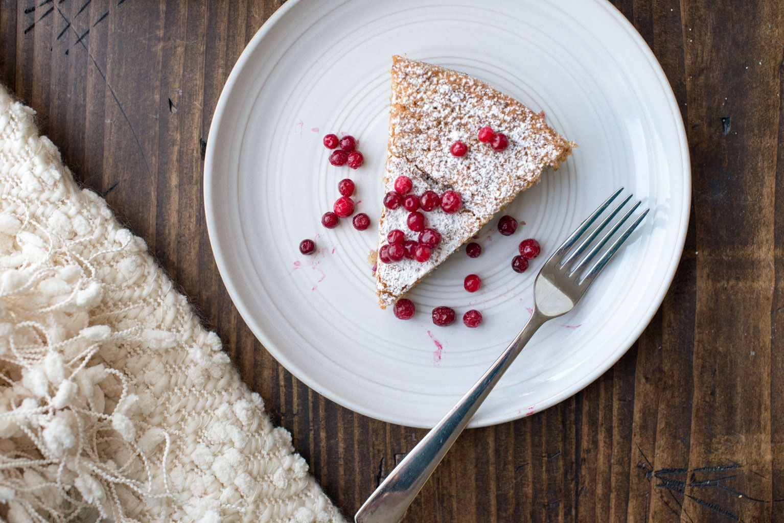 Glutenfree cake recipe with almond cardamom and