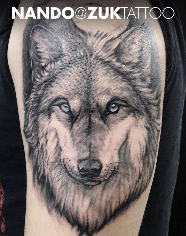Tatuaje En Negro Y Gris Con Una Cabeza De Lobo Wolves Wolf
