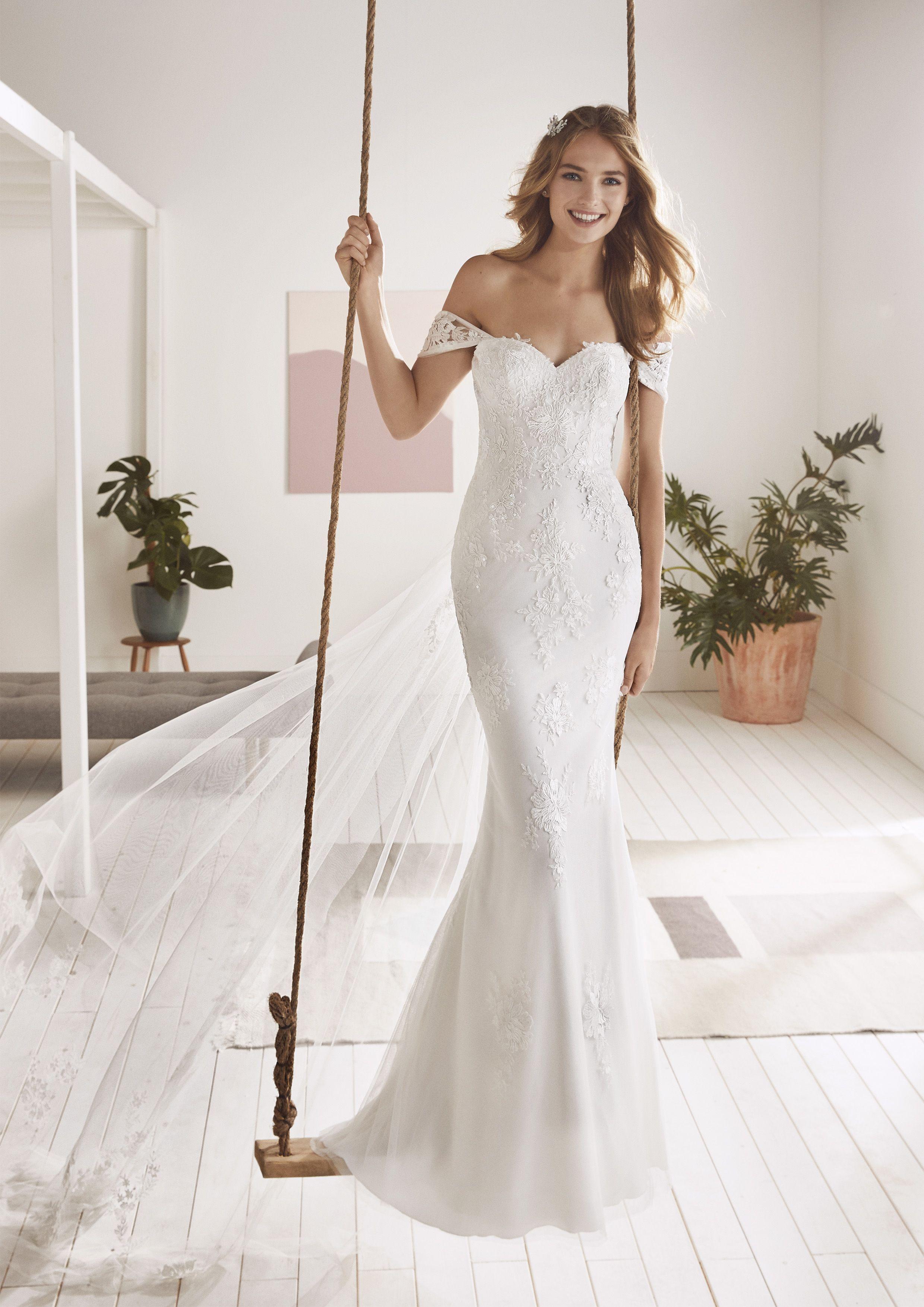 ad810971bd5f6 White One 2019 Collection - OLVERA Pronovias Wedding Dress