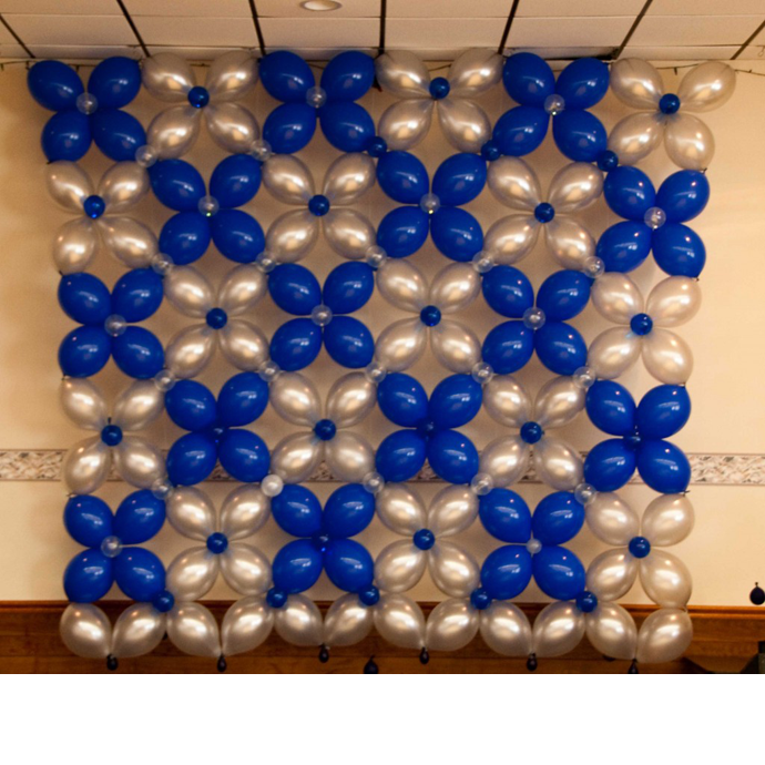 Theme balloon decorations this is a balloon wall using - Decoration de grand vase transparent ...