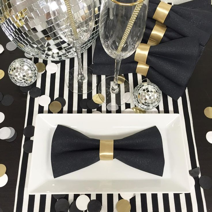 DIY make bow tie napkins for that a tuxedo look Love this idea for