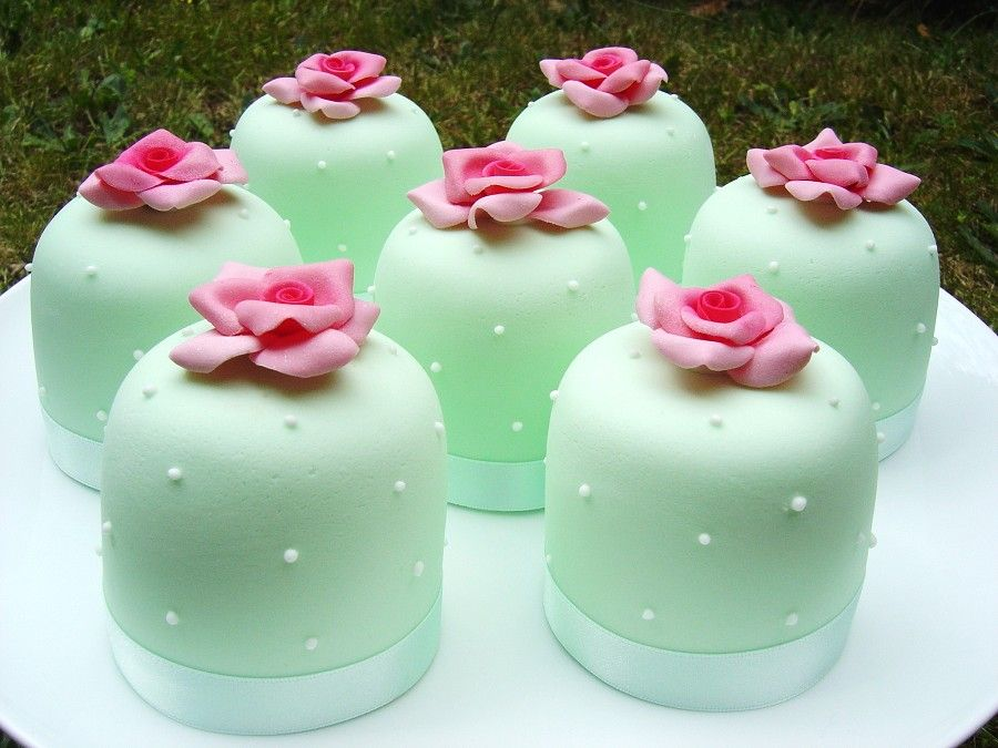 Mint Green Mini Cakes For The Dessert Time Of Wedding
