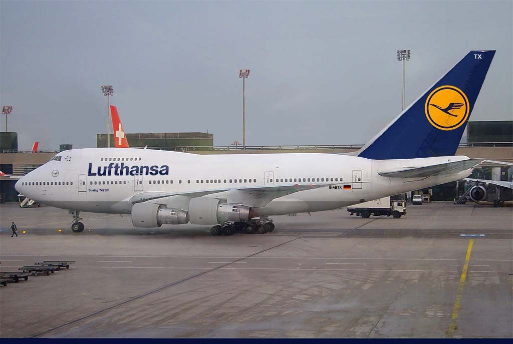 Lufthansa Boeing 747sp Combo Aviation Design Modified Airliner Photos Boeing Aviation Boeing Aircraft