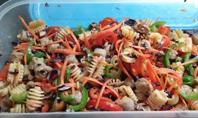 Foodie in Translation: Pasta fredda (1): Radiatori con salsiccia, peperon...