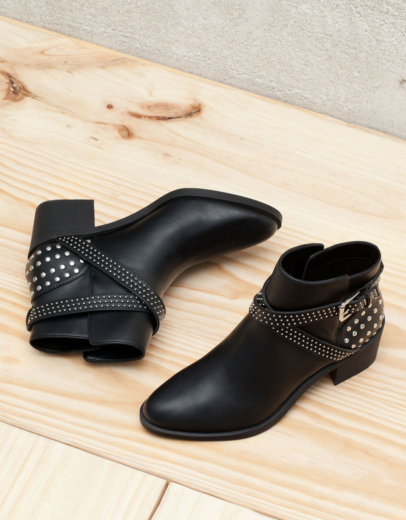 af10b88d6058 Stud detail heeled ankle boots - Shoes - Bershka Taiwan