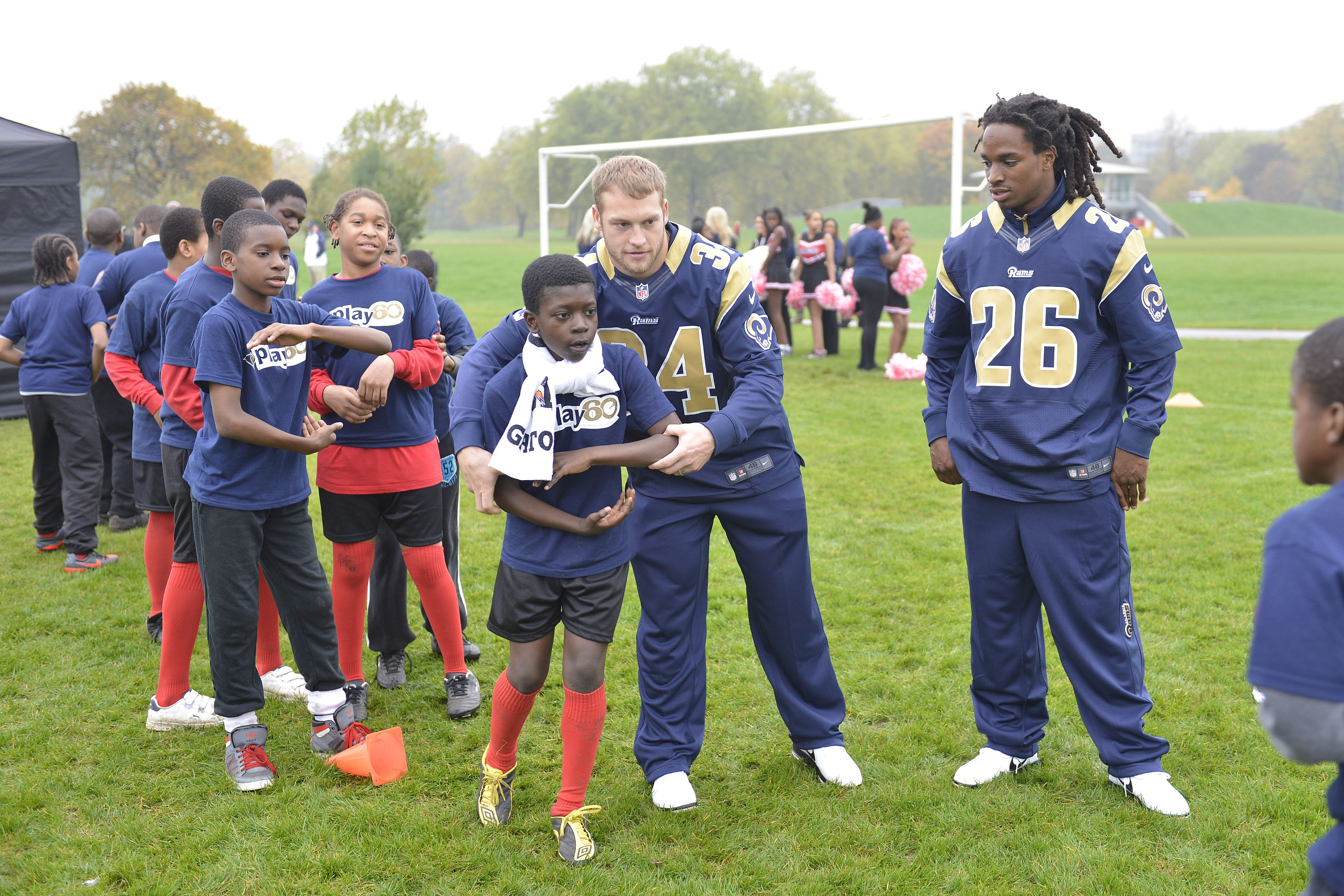 Rams Help Grow Game With Nfl Play 60 Play 60 Grow Games Nfl