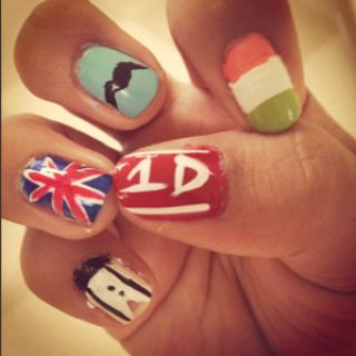 One direction nails <3 thumb=Liam, pointer finger=Niall, middle finger= Zayn, ring finger=Harry, pinky= Louis
