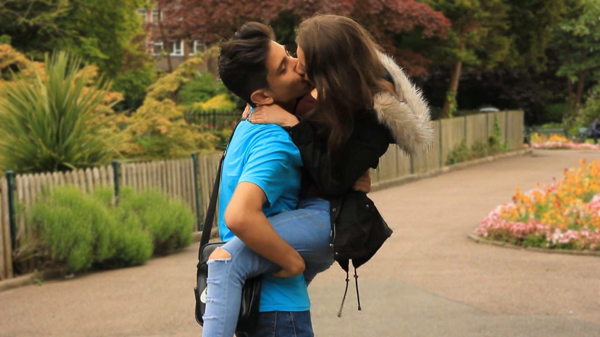 Women kissing mobile videos hairy