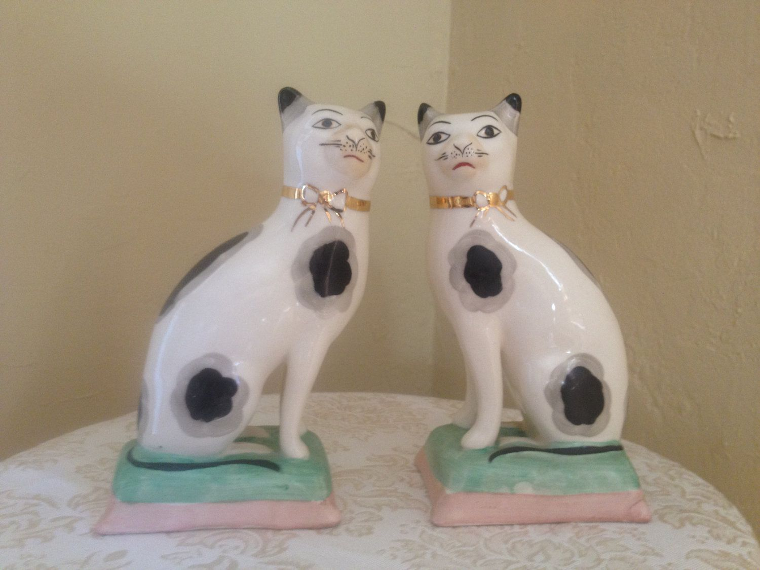 Antique Pair Of Staffordshire Cats 19th