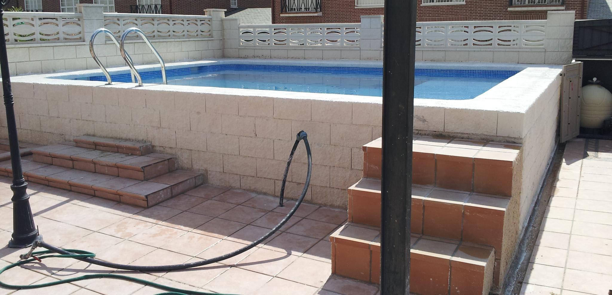 Resultado de imagen de piscinas elevadas obra piscinas for Construccion de piscinas de obra elevadas