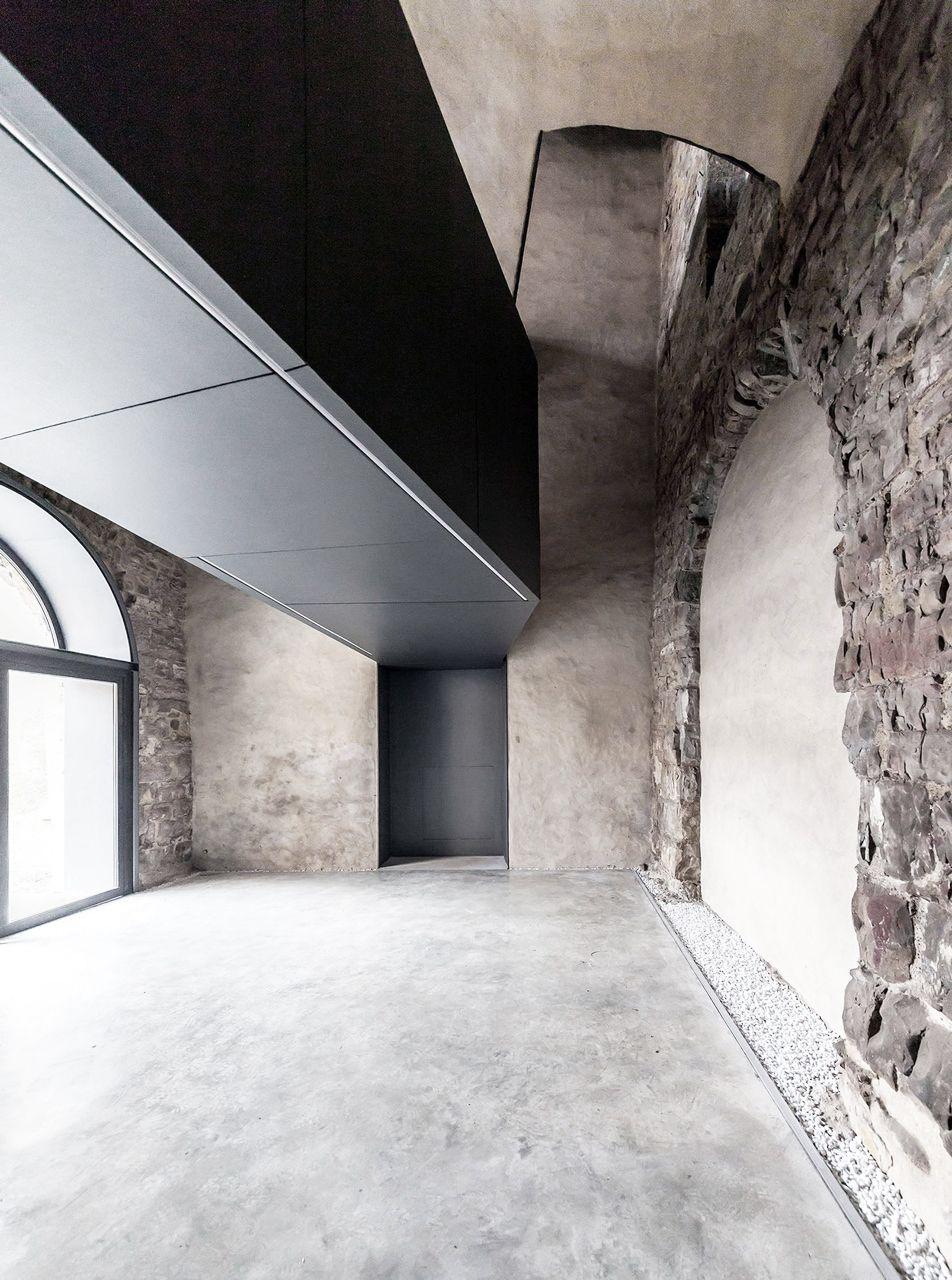 Torre del borgo cn10 architetti torre architetti e for Architetti d interni famosi