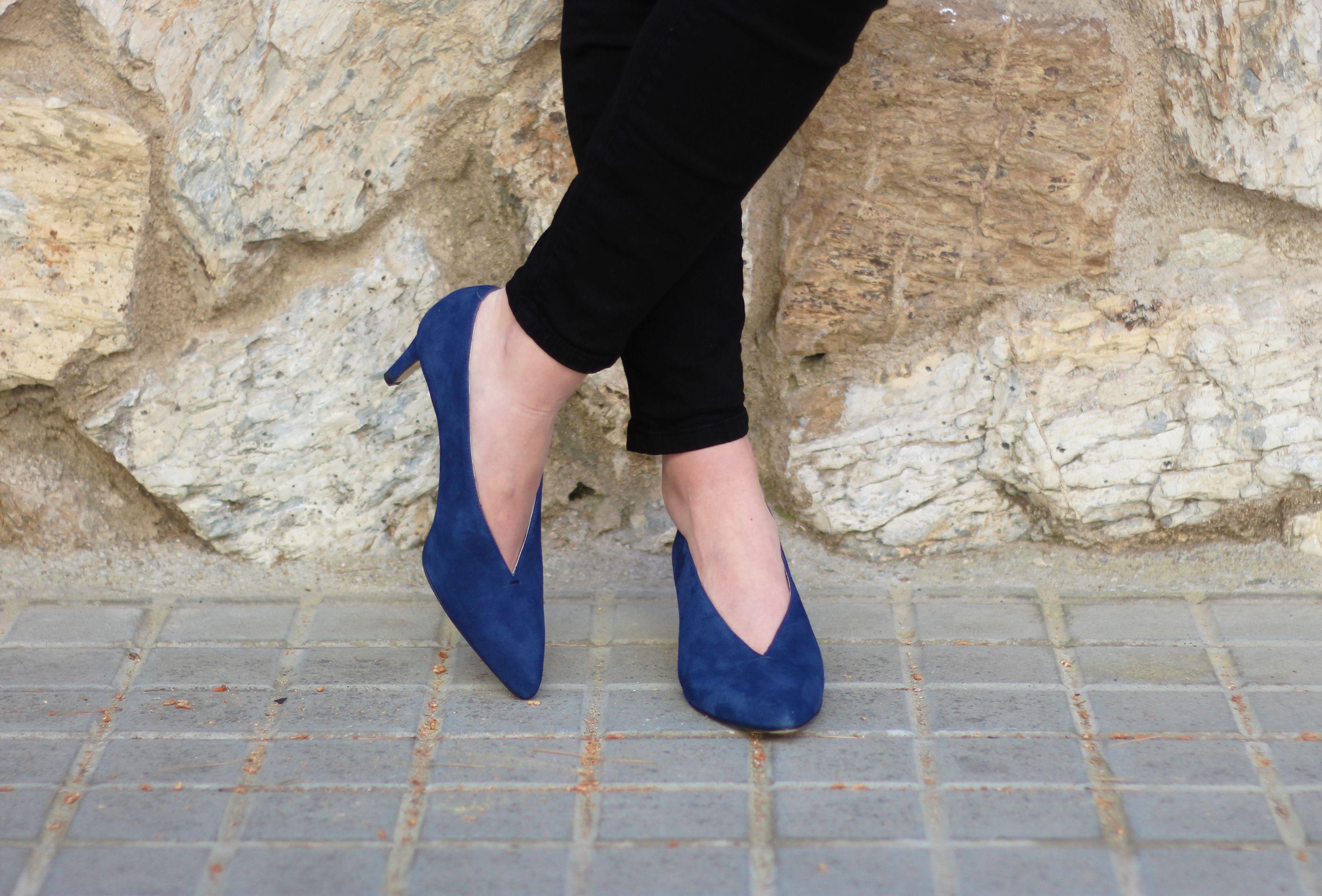 Escarpins décolleté V daim bleu fabriqués main | Escarpins