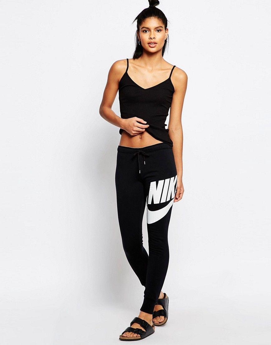 Image 1 - Nike - Rally - Pantalon de survêtement skinny à ourlets resserrés  avec grand logo sur le devant et taille griffée 8a372a82f96