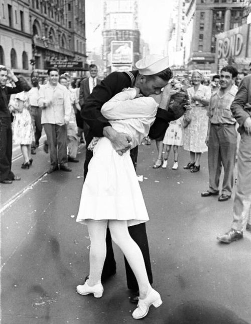 love, 1940s, and black and white image | Imagery + Photography ...
