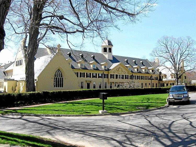 The Westover School for girls, or Westover Wildcats is another beautiful addition that Middlebury boasts. With just 200 girls enrolled from grades 9-12 it brings a Yale-like feeling to the center of CT. #Angtheadventurer (image from google)