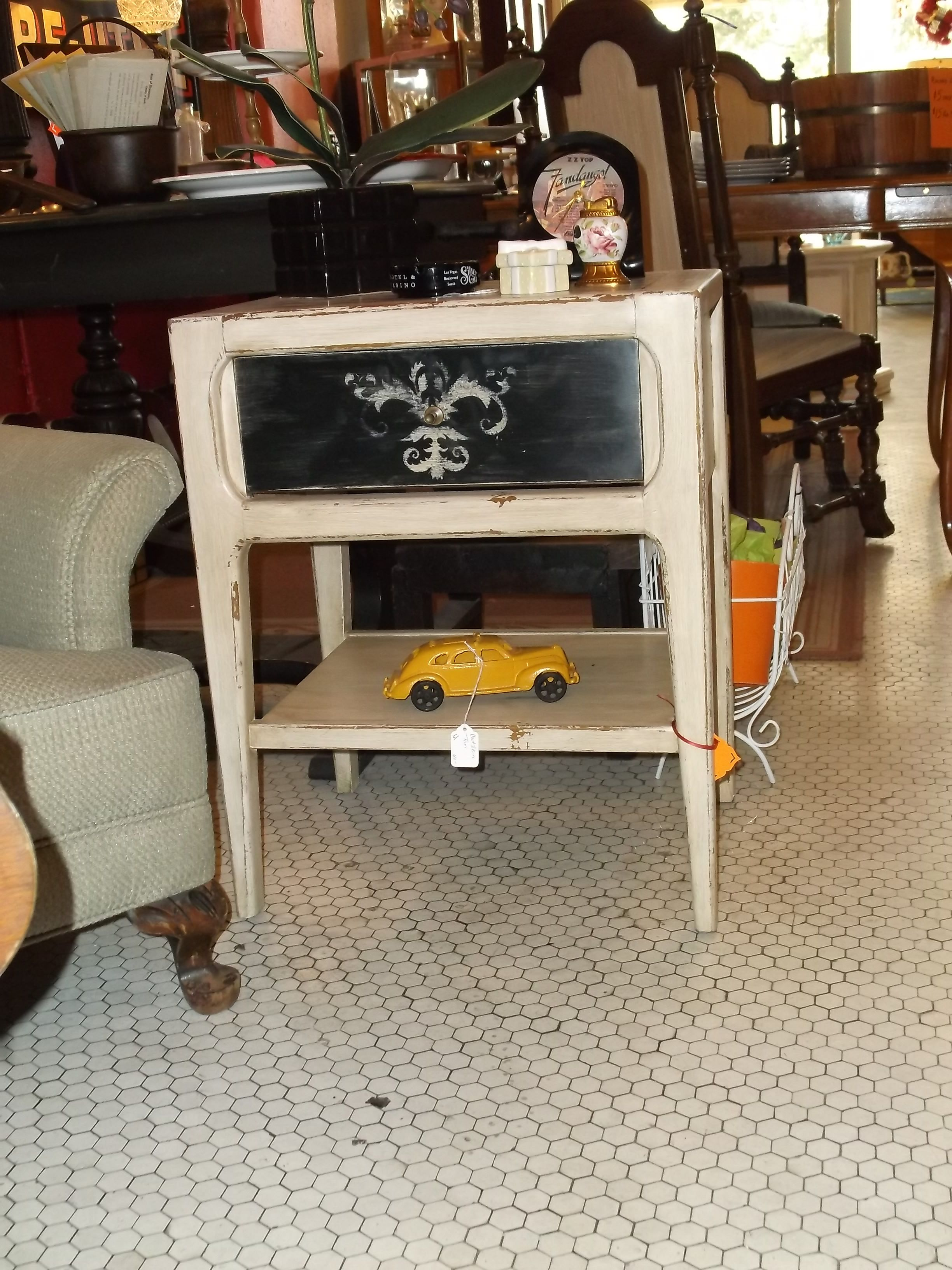 Hand painted vintage 1950s end table. Classic Black and white with a touch of chevron! Boo ya!