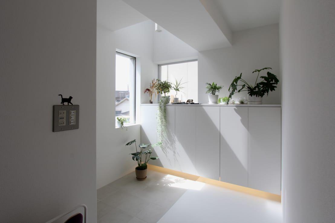 風水では玄関は良い気(旺気)の入り口と考えられているため、その良い気を取り込むために特に重要な場所とされています。