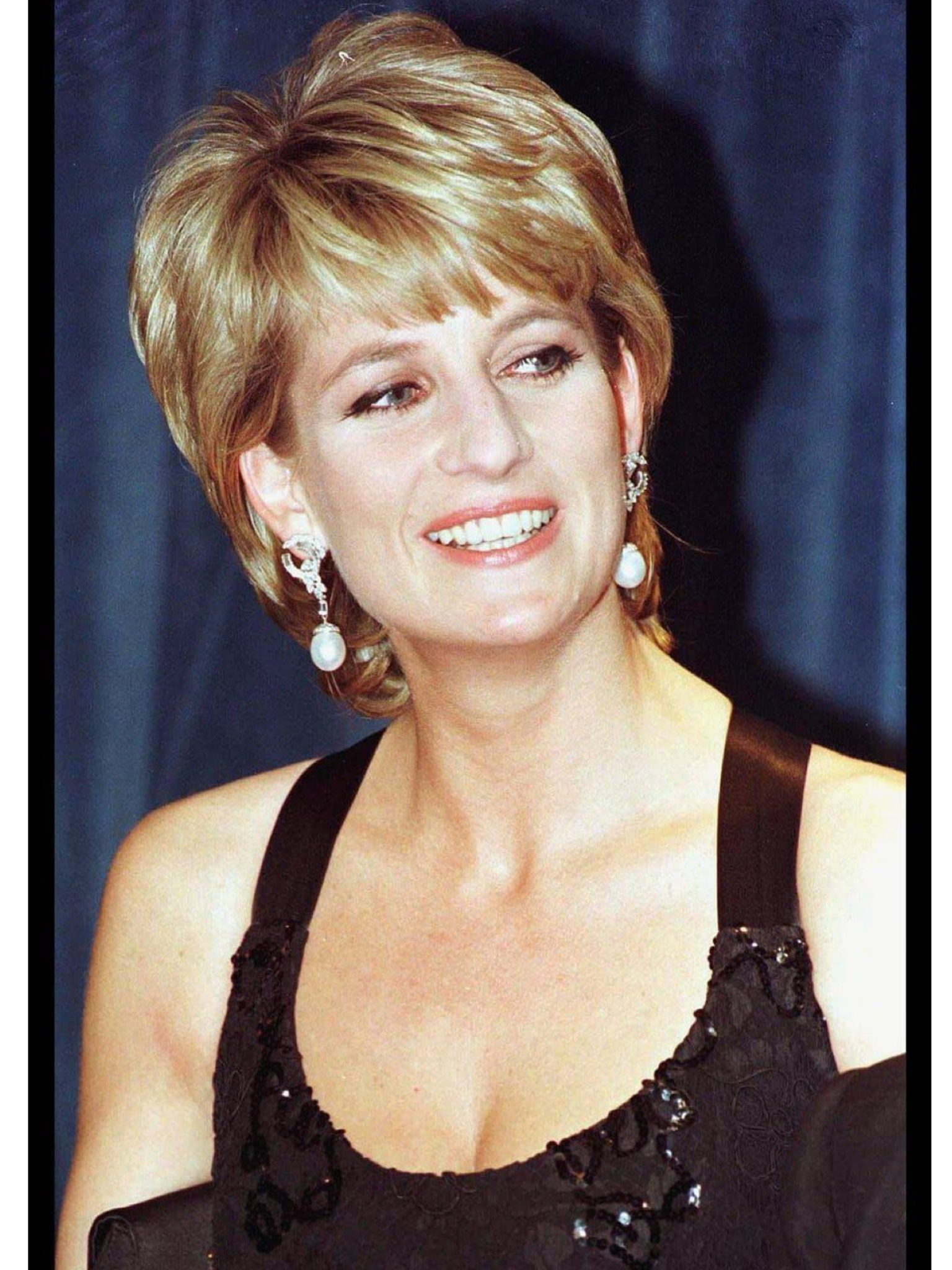 Pin By Jimmie Dugger On Princess Diana Princess Diana Hair Diana Haircut Princess Diana Photos