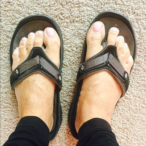 CAOS comfy sandals, size 10 CAOS sandals, comfy!  Size 10, black and grey. Great for ur feet and posture. Worn slightly Caos Shoes Sandals