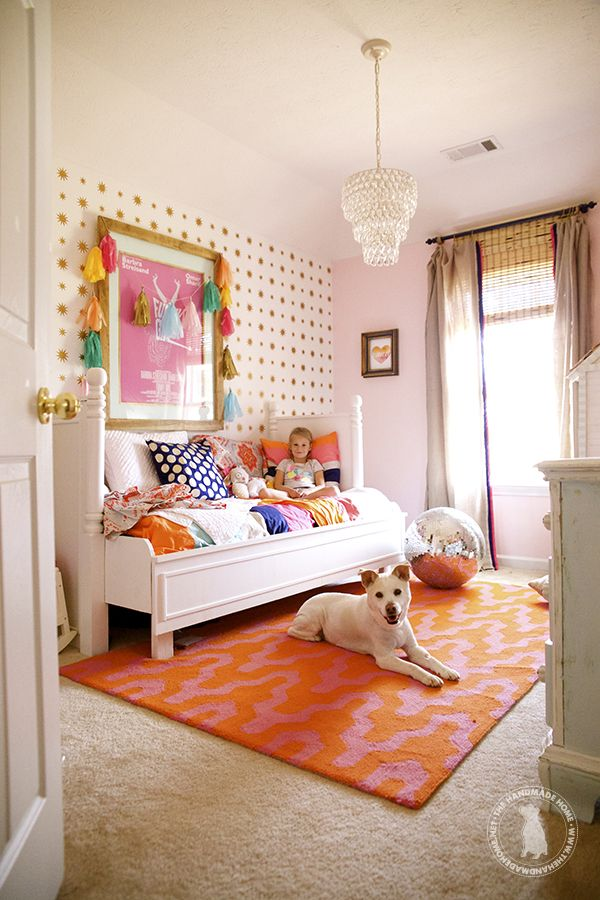 Adorable pink and orange girlsu0027 room Pink