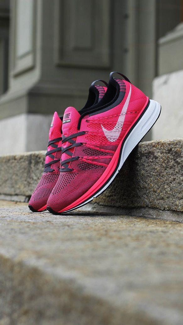 uk availability e3cf9 9e74b Nike Flyknit Trainer+ Pink
