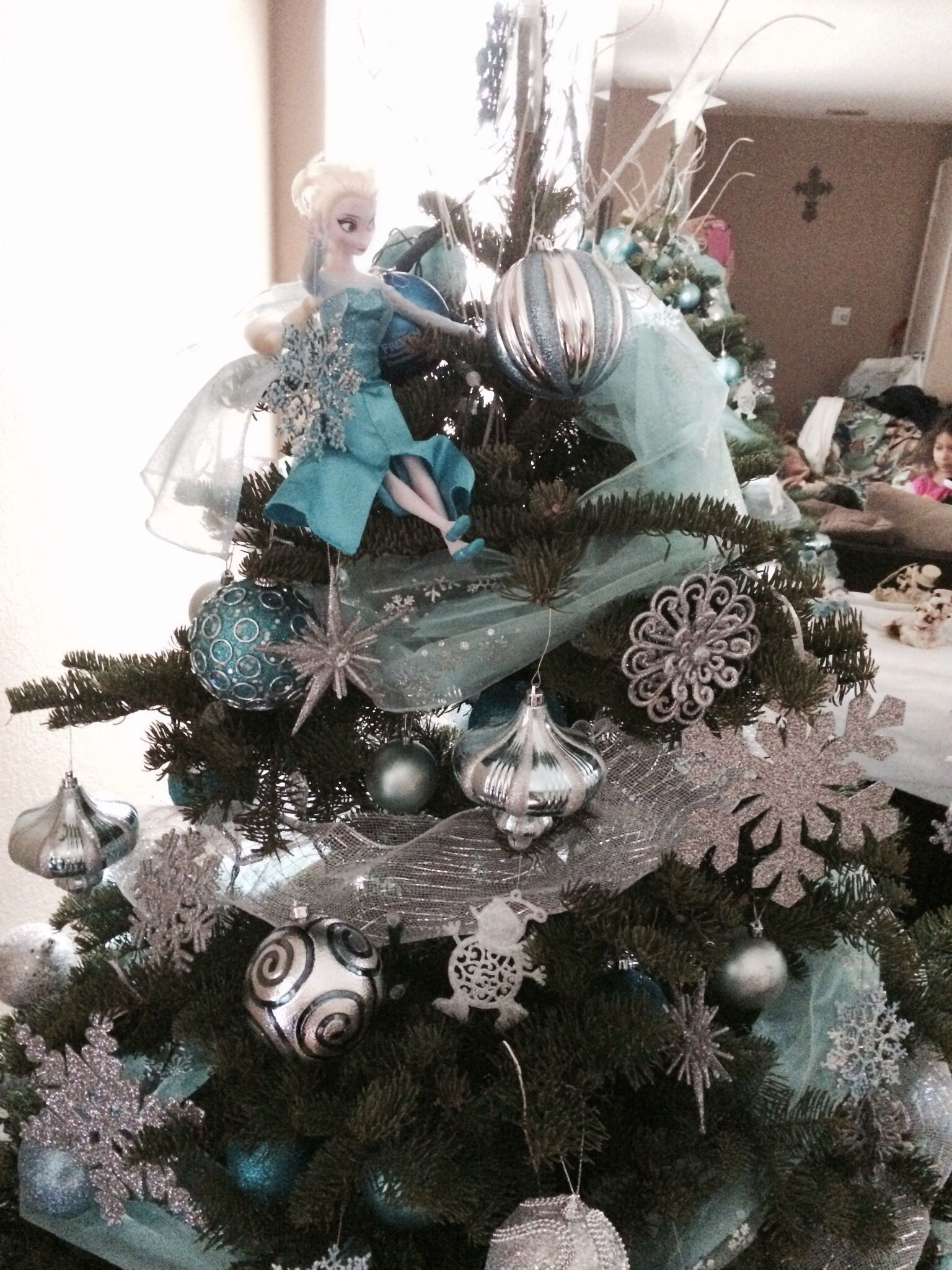 20+ Frozen themed christmas wreath ideas