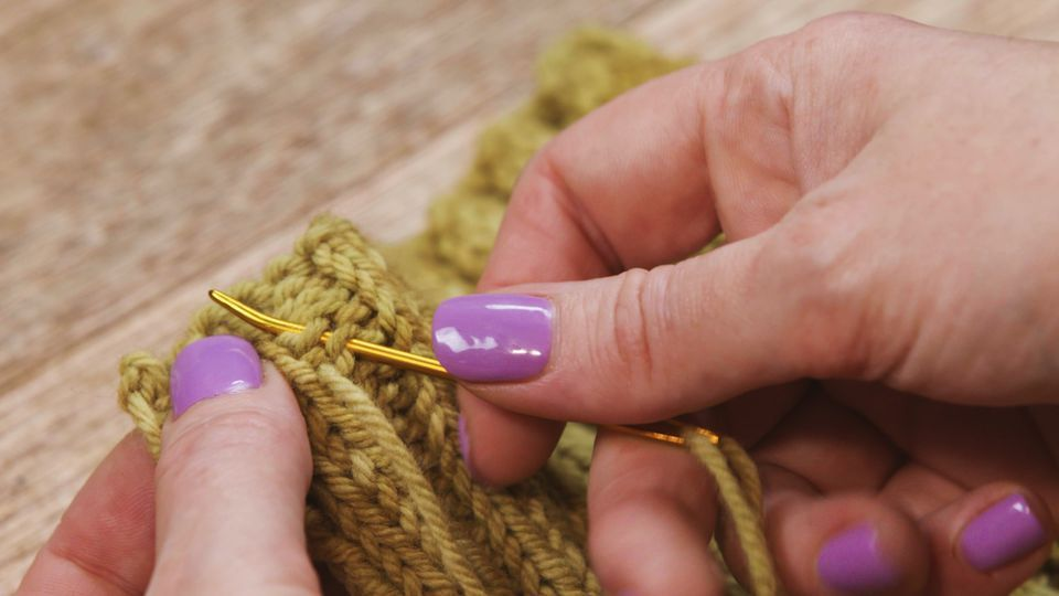 How to weave in ends in a knitting project knitting