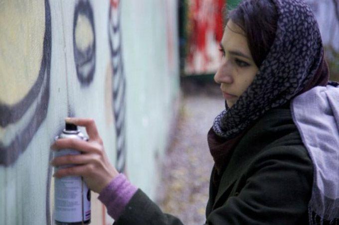 Mulheres usam graffiti em luta por igualdade no Afeganistão