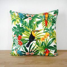 housse de coussin 40x40cm tissu exotique imprim perroquets verso uni vert anis ambiance. Black Bedroom Furniture Sets. Home Design Ideas