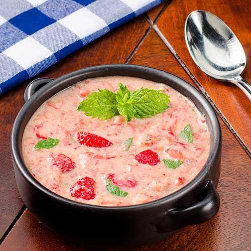 Erdbeer-Chipotle Suppe mit Minze